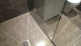 shower screen in toughened glass